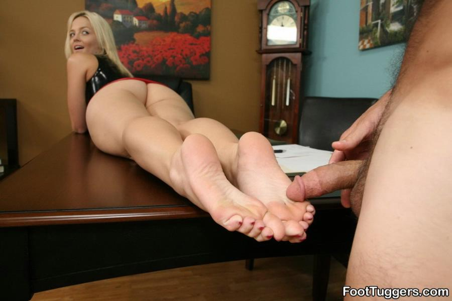 Pretty toes and pantyhose